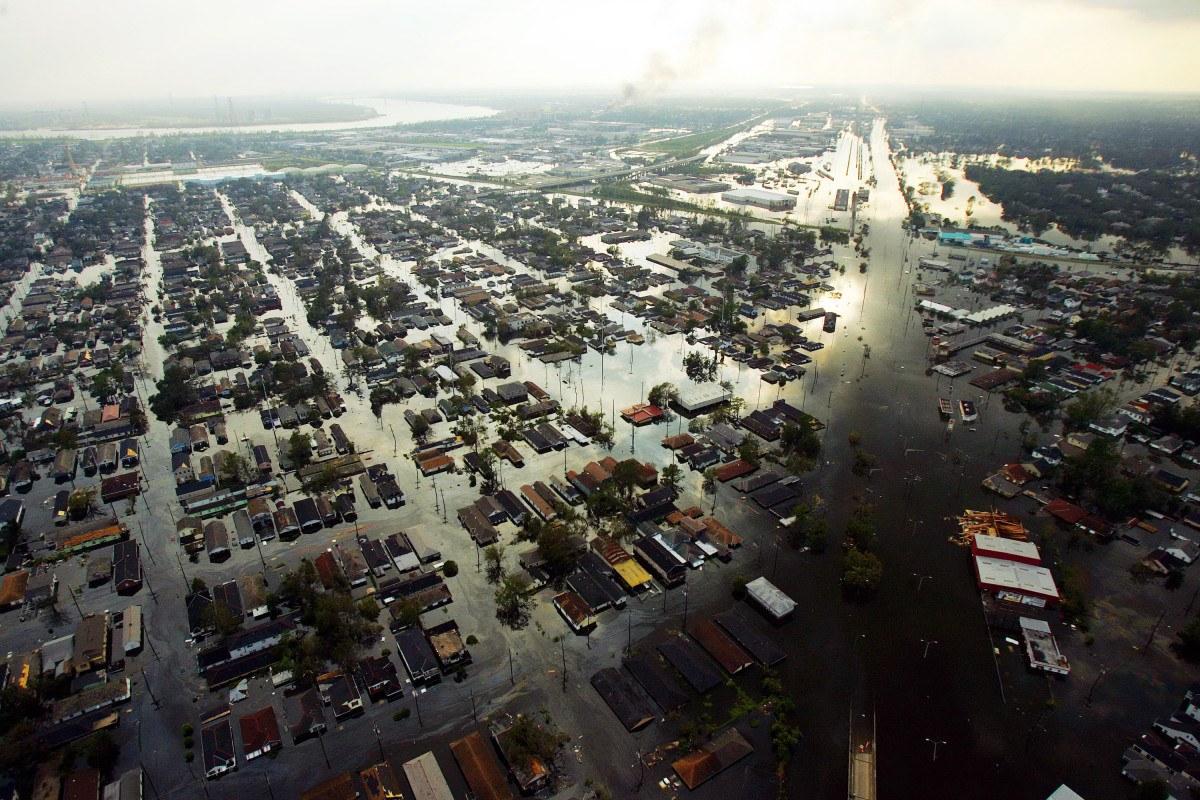 Hurricane Katrina hits New Orleans and Southern US coast