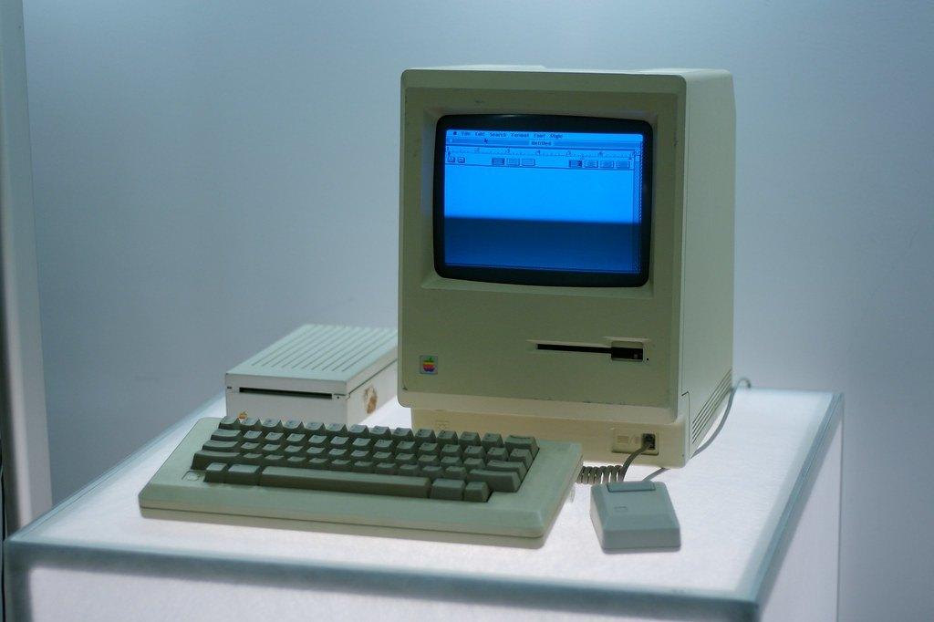 Apple introduces the Macintosh computer, 1084